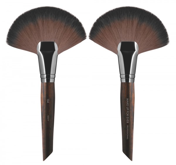MAKE UP FOR EVER Powder Fan Brush - 134 Large